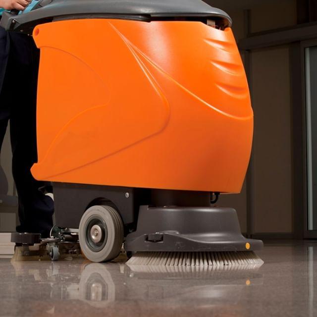 Les batteries au lithium 24V fournissent une option d'équipement de plancher efficace et ergonomique